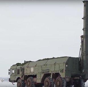 .أختبارات منظومة اسكندر_ام الصاروخية في تدمير مطار وهمي