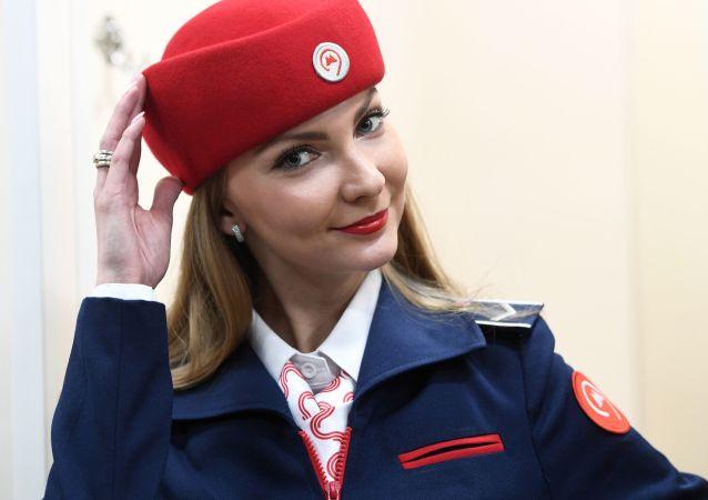 عرض الزي الجديد لموظفي مترو أنفاق موسكو بمحطة كوتيلنيكي