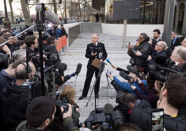 مؤتمر صحفي لرئيس الشرطة سكود-يارد، البريطاني مارك رولي