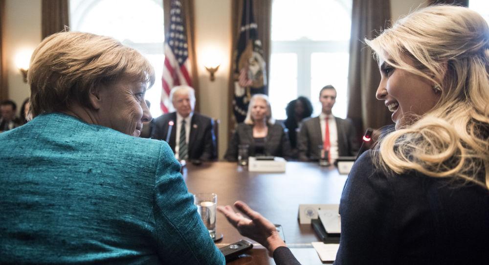 مستشارة ألمانيا أنجيلا ميركل وإيفانكا ترامب قبيل الاجتماع مع الرئيس الأمريكي دونالد ترامب في البيت الأبيض