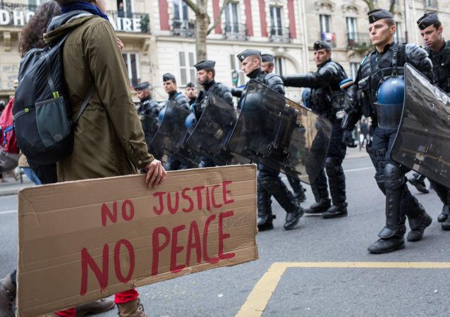الشرطة الفرنسية خلال مسيرات في العاصمة باريس