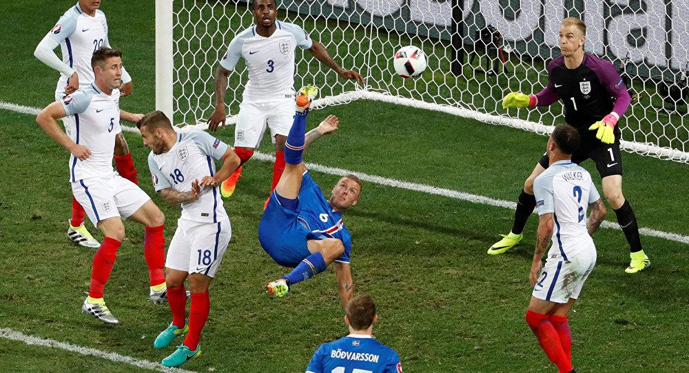 منتخب إنجلترا مع أيسلندا