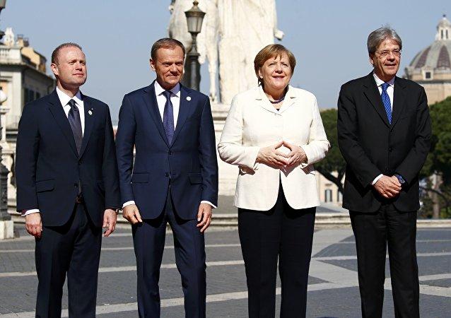 المستشارة الألمانية أنجيلا ميركل مع قادة أوروبيين خلال القمة الأوروبية