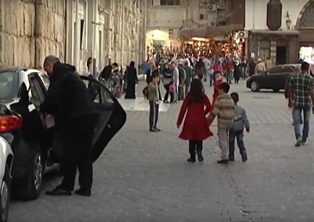 رد سكان دمشق على المسلحين الذين يطلقون قذائف الموت