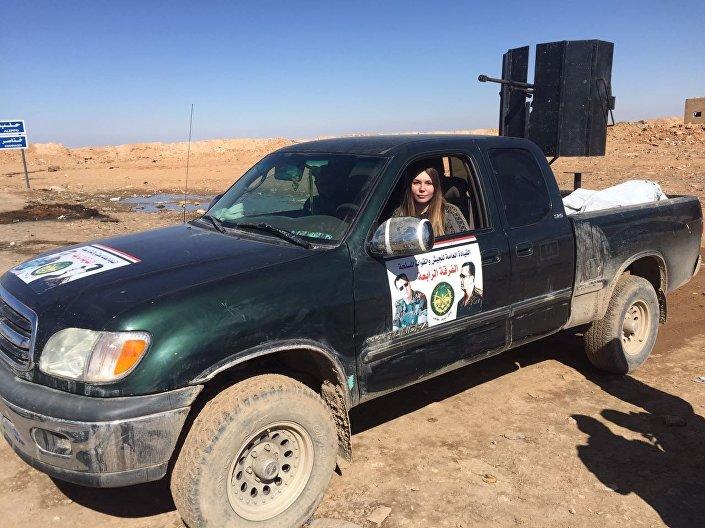 بطلة العالم الروسية مع قوات الفرقة الرابعة في الجيش السوري