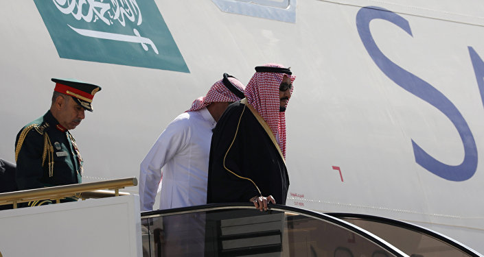 طائرة الملك سلمان تصل عمان