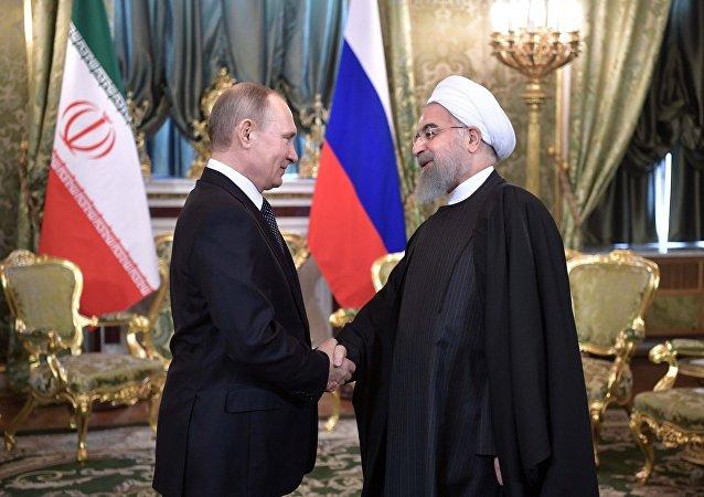 الرئيس الروسي فلاديمير بوتين مع نظيره الإيراني حسن روحاني