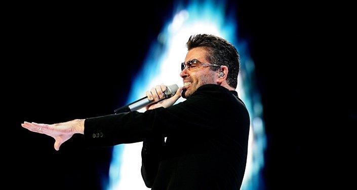 المغني البريطاني جورج مايكل