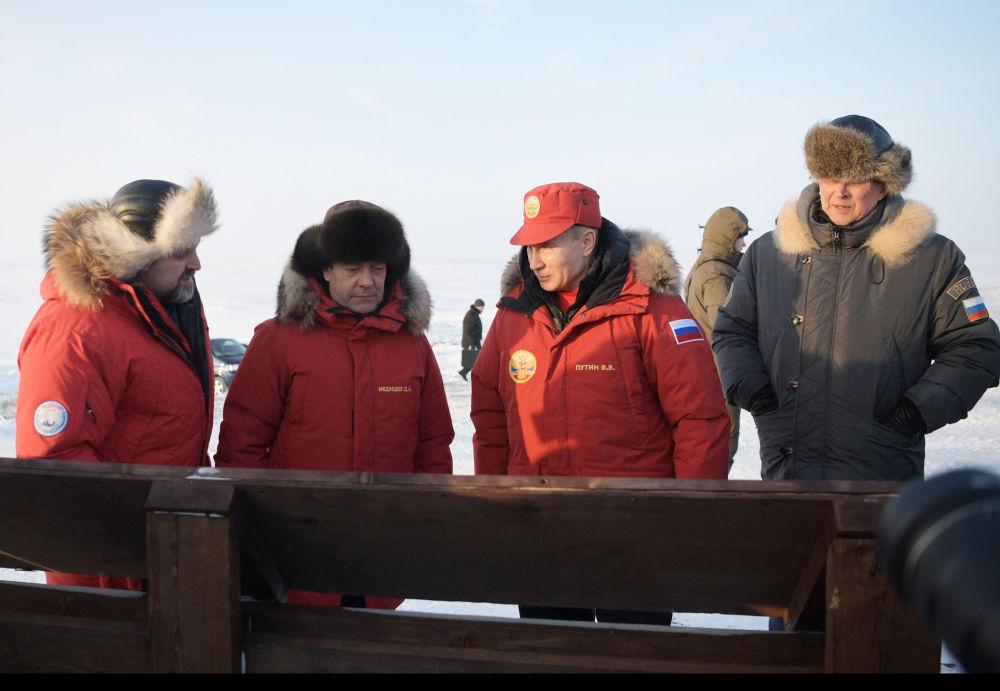 زيارة العمل للرئيس الروسي فلاديمير بوتين ورئيس الوزراء دميتري مدفيديف إلى أرخبيل فرنسوا جوزيف