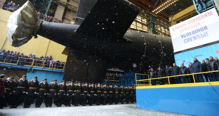 إنزال الغواصة النووية الحديثة قازان من الجيل الرابع إلى الماء من مصنع سيفماش