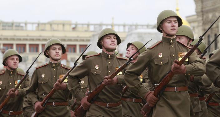 """بندقية """"القرون الثلاثة""""… معلومات عن أكثر البنادق رعبا في العالم"""