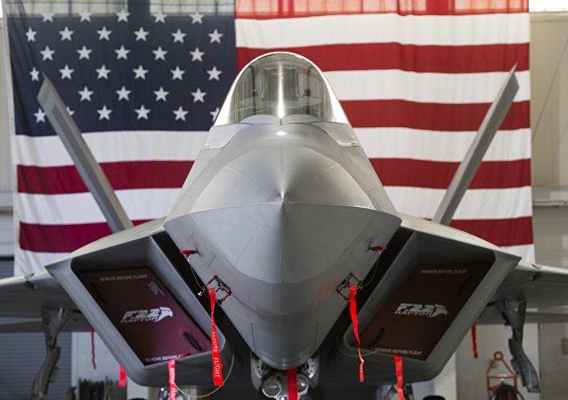 مقاتلة إف-22