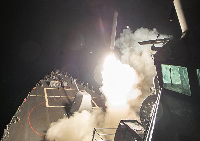 انطلاق صاروخ من سفينة حربة أمريكية