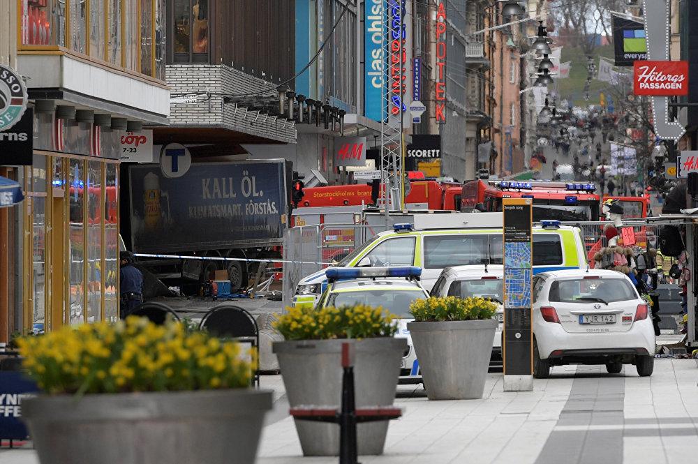 شاحنة تدهس مجموعة من المارة في شارع بوسط ستوكهولم في السويد