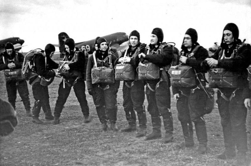 الفريق الأول لرواد الفضاء