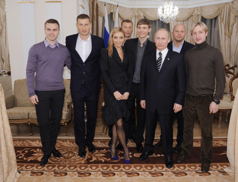 الرياضية الروسية تاتيانا نافكا في لقاء مع الرئيس الروسي فلاديمير بوتين، وذلك خلال لقاء الرئيس مع الرياضيين في موسكو.(لاعبي فريق كرة القدم الوطني سابقا: أليكسي بيريزوتسكي، رومان بوفليوتشينكو، وحارس المرمى الحالي: إيغور أكينفييف، و المتزلج على الجليد يفغيني بليوشينكو)