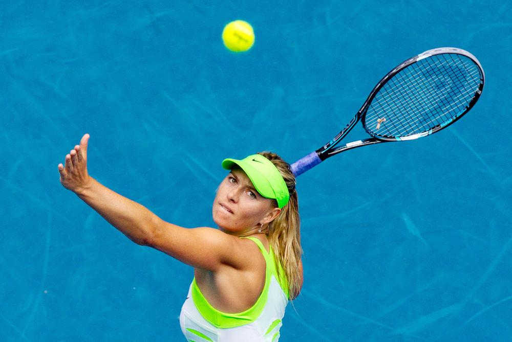 لاعبة التنس الروسية ماريا شارابوفا خلال مباراة بطولة أستراليا المفتوحة مع نظيرتها الألمانية أنجيليك كربير