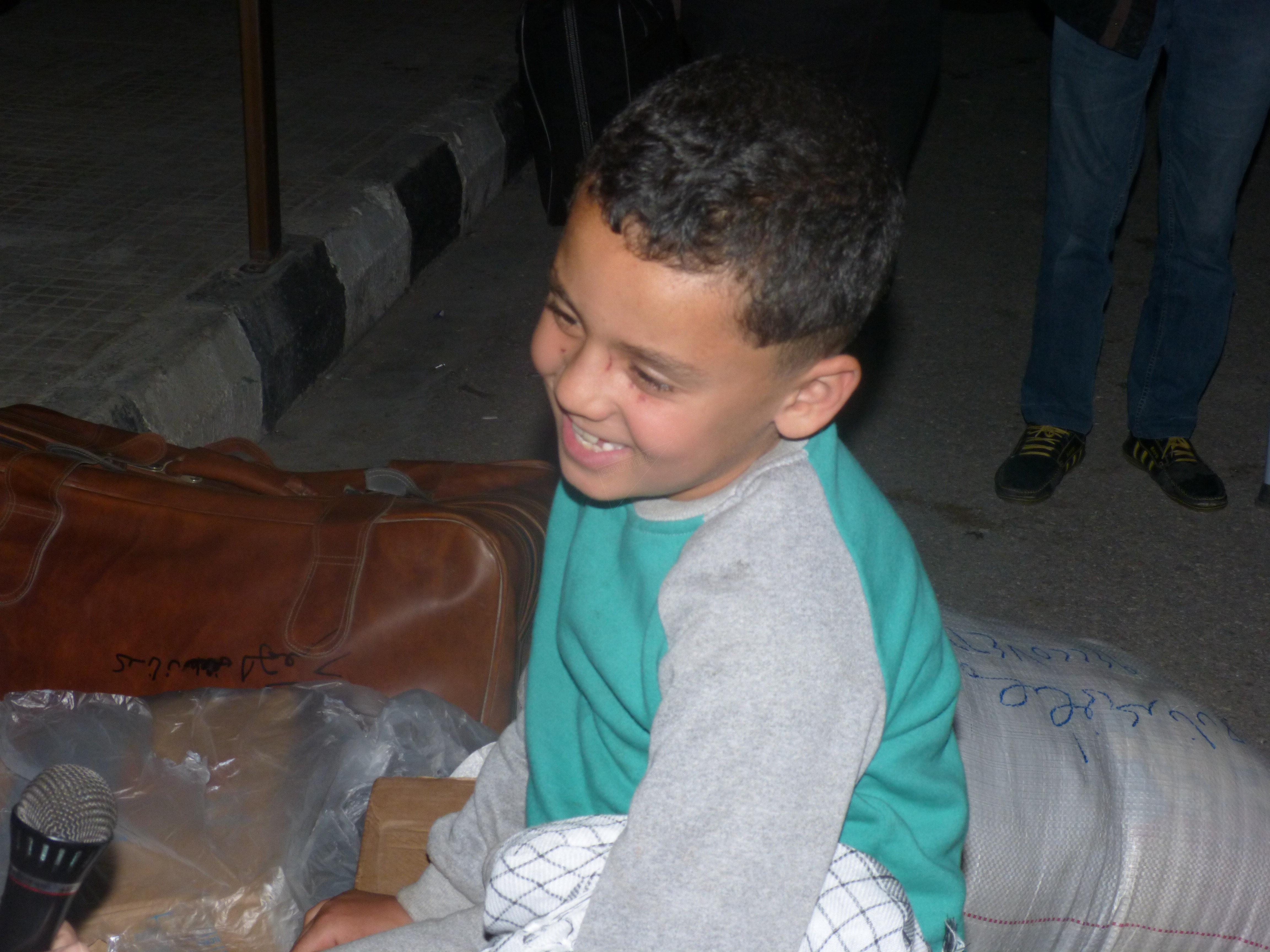 الطفل عدنان أحد المصابين في تفجير حافلات الكفريا و الفوعة