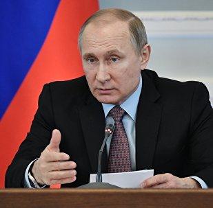 الرئيس الروسي فلاديمير بوتين خلال زيارة عمل إلى فيليكي نوفغورود