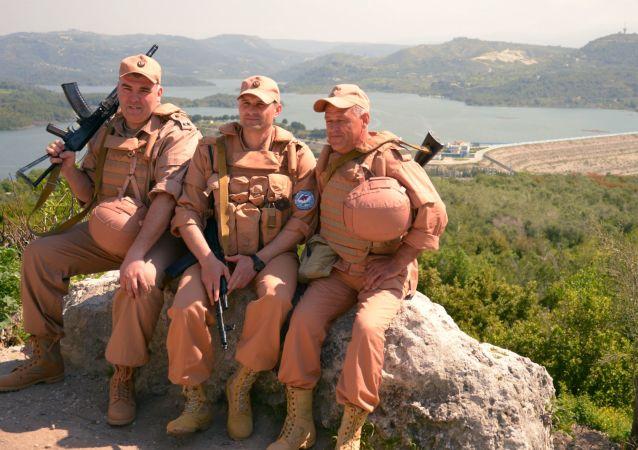 عسكريون روس من مركز تنسيق التهدئة في سوريا