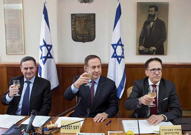 نتنياهو وأعضاء من حكومته