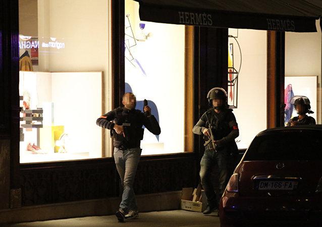 المشتبه به في تنفيذ هجوم باريس سلم نفسه للسلطات البلجيكية