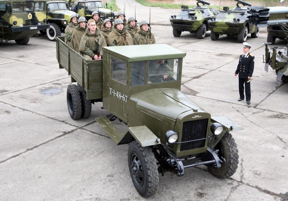 شاحنة من نوع زيس-5 (ЗИС- 5) شاركت في عمليات نقل خلال الحرب الوطنية العظمى (1941-1945)