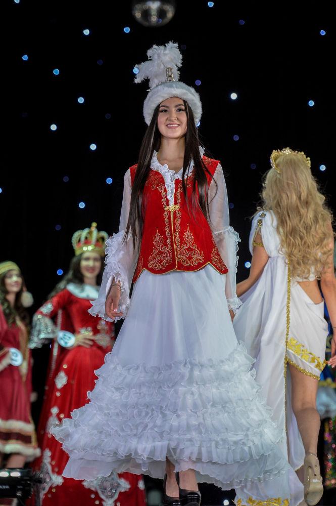 المشاركات خلال نهائي مسابقة الحسناء الروسية - 2017 في موسكو