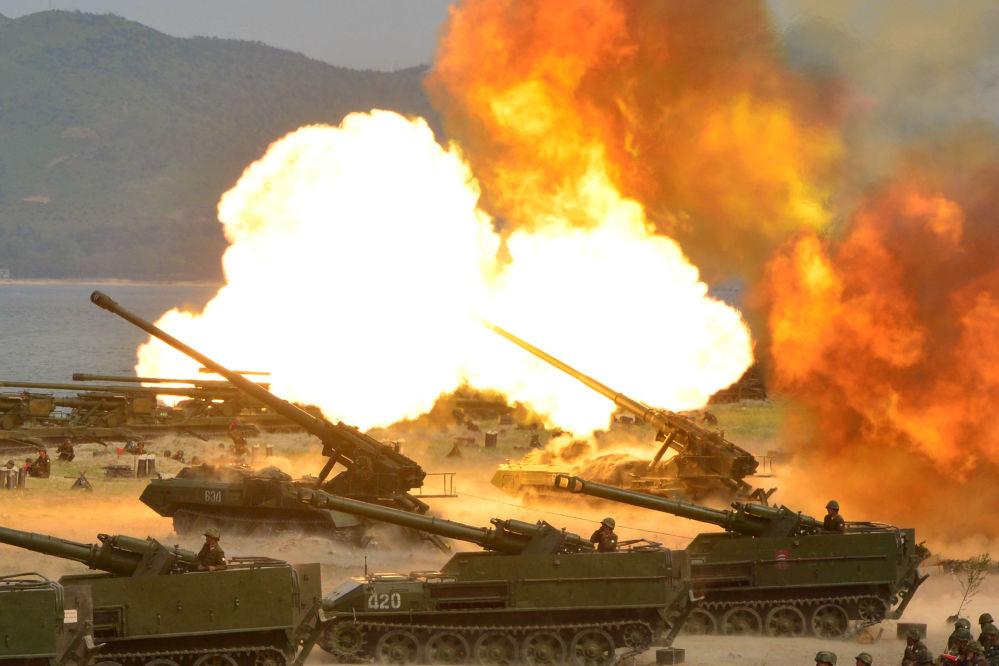 مناورات عسكرية بمناسبة الذكرى الـ 85 لتأسيس الجيش الشعبي الكوري، كوريا الشمالية 26 أبريل/ نيسان 2017