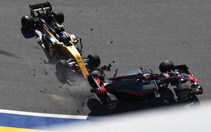 """سائق سيارات """"فورمولا 1"""" المخضرم في حالة خطيرة ومستقرة بعد حادث سير في إيطاليا"""