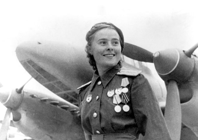 الحرب الوطنية العظمى (1941-1945) - ماريا دولينا، بطلة الاتحاد السوفيتي، نائبة قائد سرب الطائرات الـ 125 التابع لفوج الحرس الدفاعي النسائي