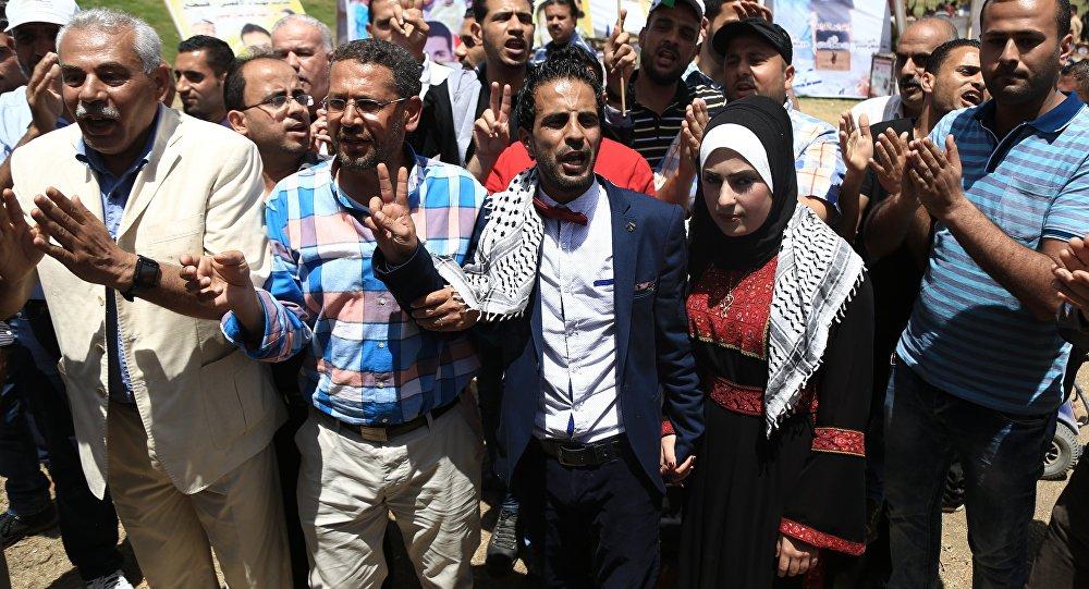 العريس سعيد لولو وزجته في خيمة التضامن بغزة