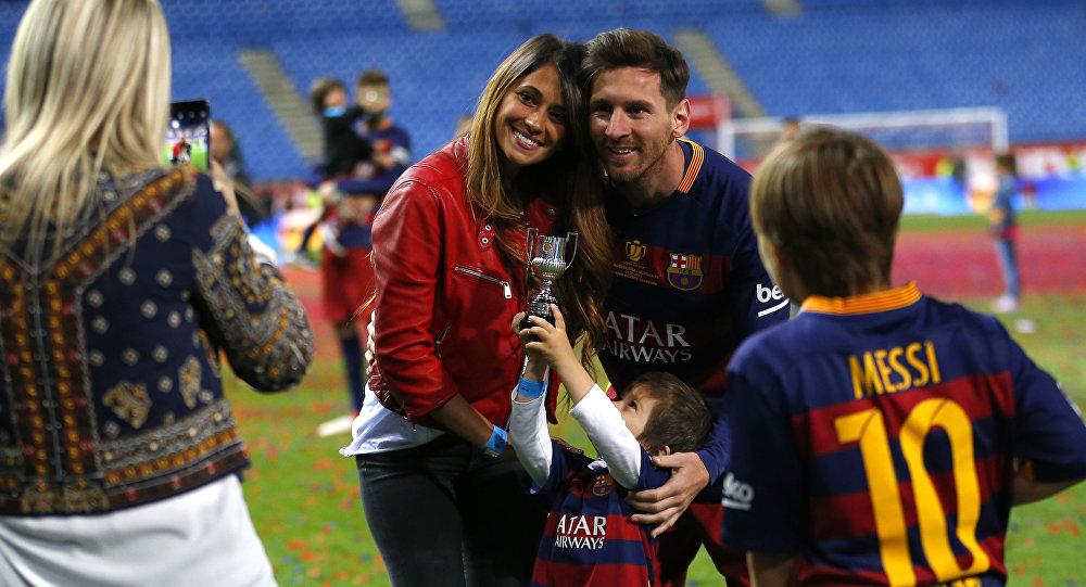 ميسي وزوجته أنتونيلا