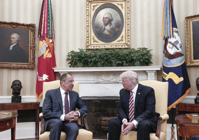 لقاء وزير الخارجية الروسيسيرغي لافروف والرئيس الأمريكي دونالد ترامب في واشنطن، 10 مايو/ آيار 2017