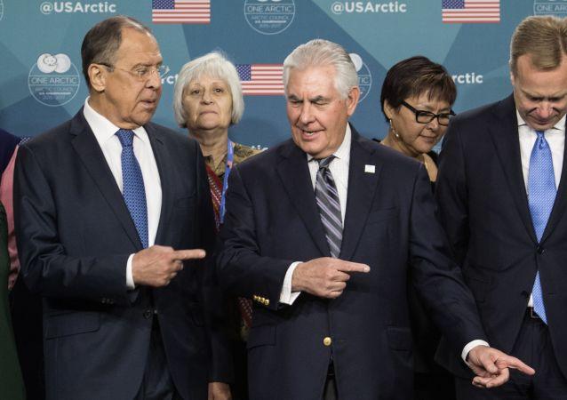 لقاء وزير الخارجية الروسيسيرغي لافروف ونظيره الأمريكي ريكس تيلرسون في واشنطن، 11مايو/ آيار 2017