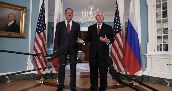 لقاء وزير الخارجية الروسيسيرغي لافروف ونظيره الأمريكي ريكس تيلرسون في واشنطن، 10 مايو/ آيار 2017
