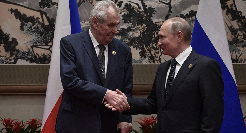 الرئيسان الروسي فلاديمير بوتين و الرئيس التشيكي ميلوس زيمان