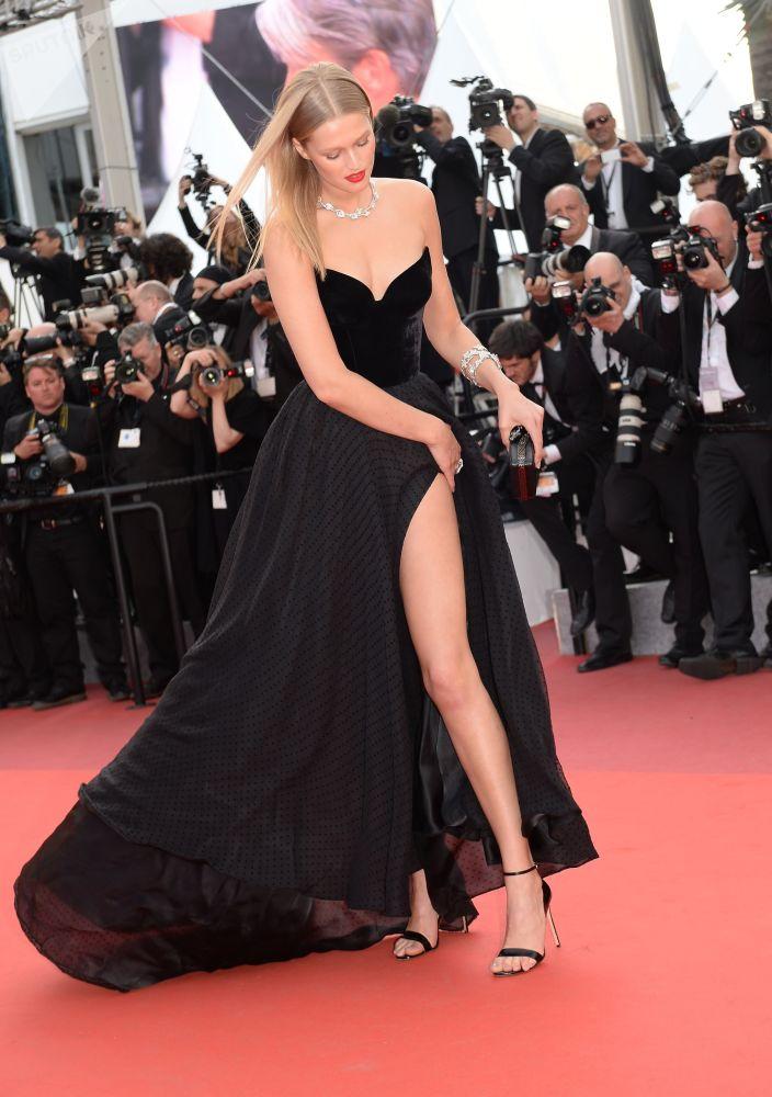 عارضة الأزياء الألمانية توني غارن في مهرجان كان السينمائي