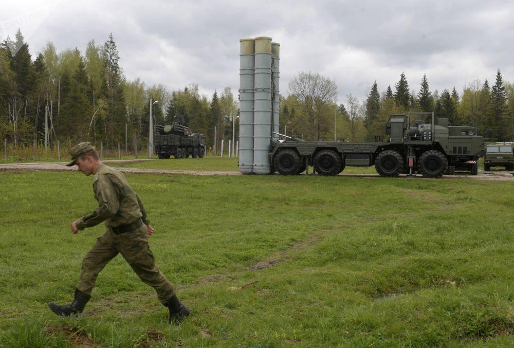 ЗРК С-400 Триумф на учениях подразделений ракетного полка в Московской области