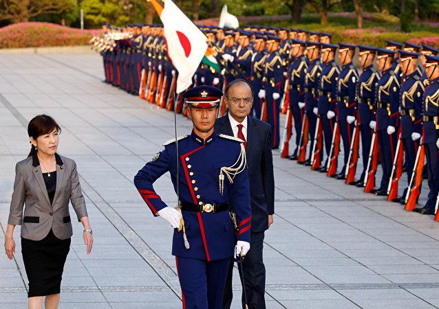 وزيرة الدفاع اليابانية تستقبل نظيرها الهندي