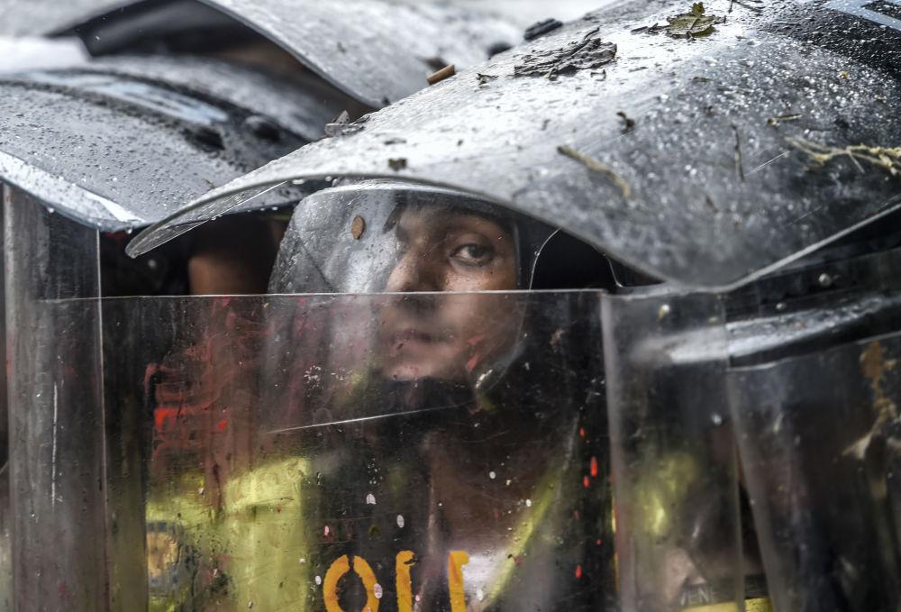 الشرطة خلال الاحتجاجات ضد الحكومة في كاراكاس، فنزويلا 12 مايو/ آيار 2017