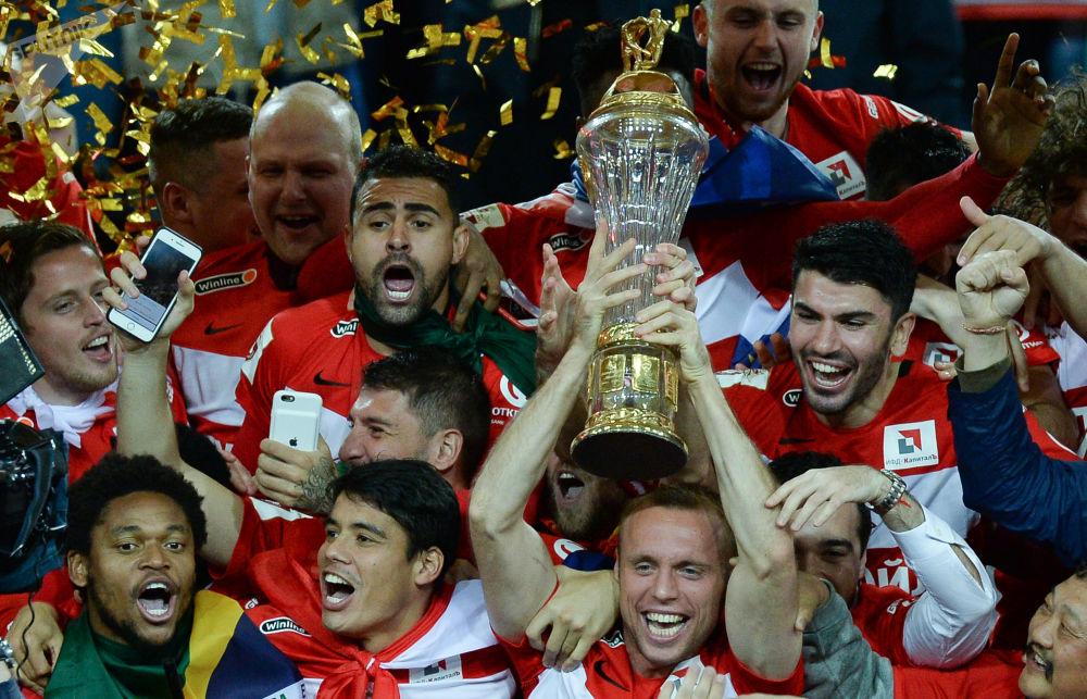 الاحتفال بفوز فريق سبارتاك موسكو على فريق تيريك وتتويجه بلقب بطل الدوري للمرة الـ 11.
