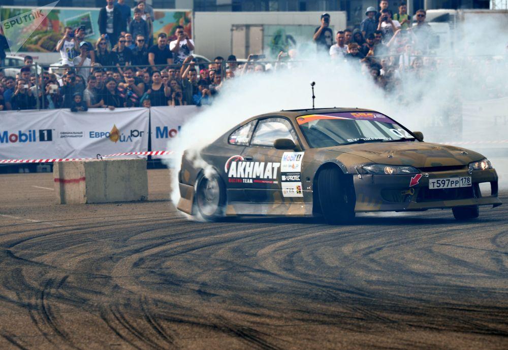 مهرجان سباق السيارات OZ Drift Show في كراسنودارسكي كراي