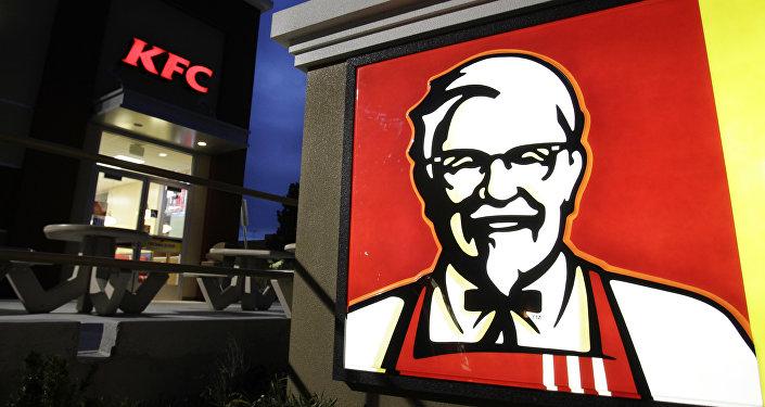 """لماذا علقت مطاعم """"كنتاكي"""" شعارها الشهير فجأة واعتبرته """"غير لائق"""""""