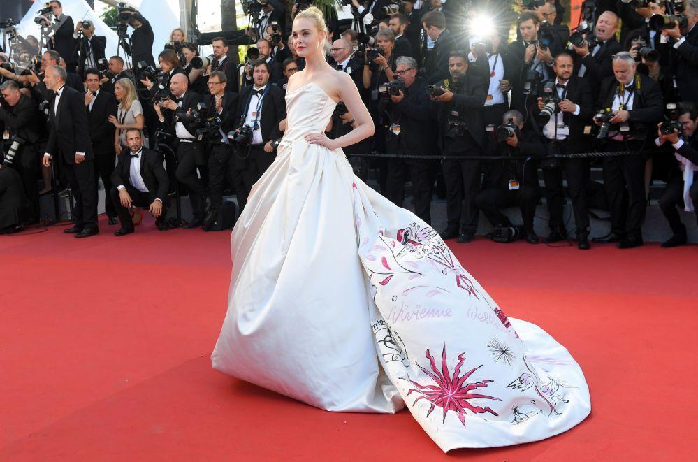 الممثلة إيل فاننينغ خلال مراسم افتتاح الحفل الـ 70 لمهرجان كان السينمائي، فرنسا 17 مايو/ آيار 2017