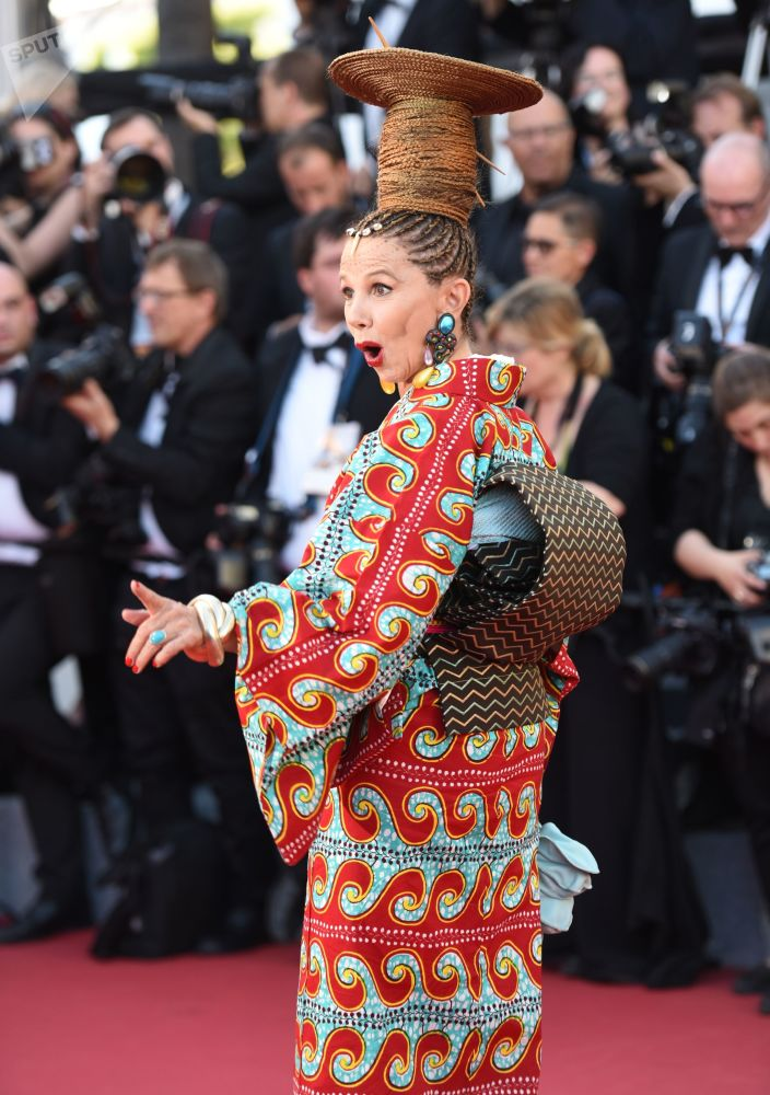 الممثلة فيكتوريا أبريل خلال مراسم افتتاح الحفل الـ 70 لمهرجان كان السينمائي، فرنسا 17 مايو/ آيار 2017