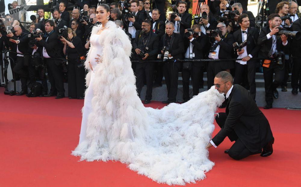 الممثلة آرايا ألبيرتا خلال مراسم افتتاح الحفل الـ 70 لمهرجان كان السينمائي، فرنسا 17 مايو/ آيار 2017