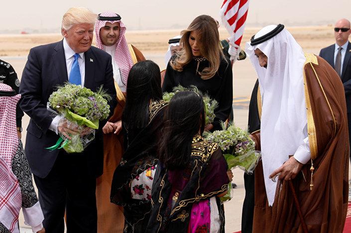 ترامب وزوجته لدى وصولهما الرياض