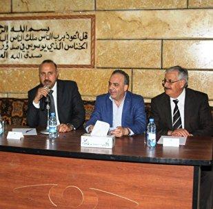 رئيس الحكومة السورية عماد خميس في مدينة حماة
