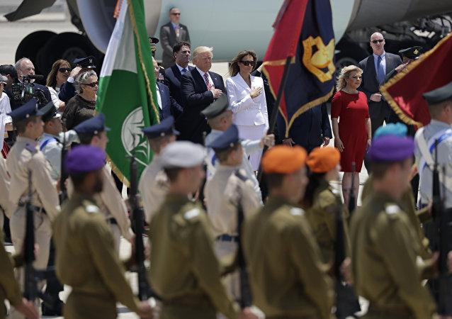 الرئيس دونالد ترامب وزوجته ميلانيا ترامب يصلان مطار بن غوريون، 22 مايو/ آيار 2017